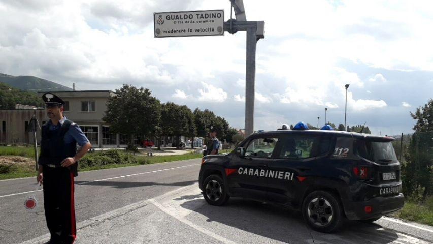 Fugge in moto, arrestato dopo inseguimento: 29enne incastrato dalla cocaina